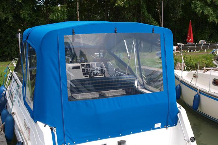 2-teiliges Fahrverdeck aus Yachmaster Classic mit Fenstern und Reißverschlüssen
