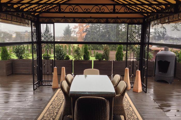 Intenda Cristall Rollvorhang für Pavillon halb offen