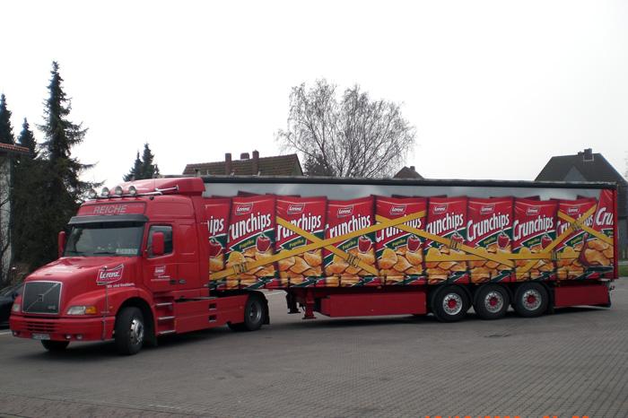 Truck mit Crunchips-Beschriftung